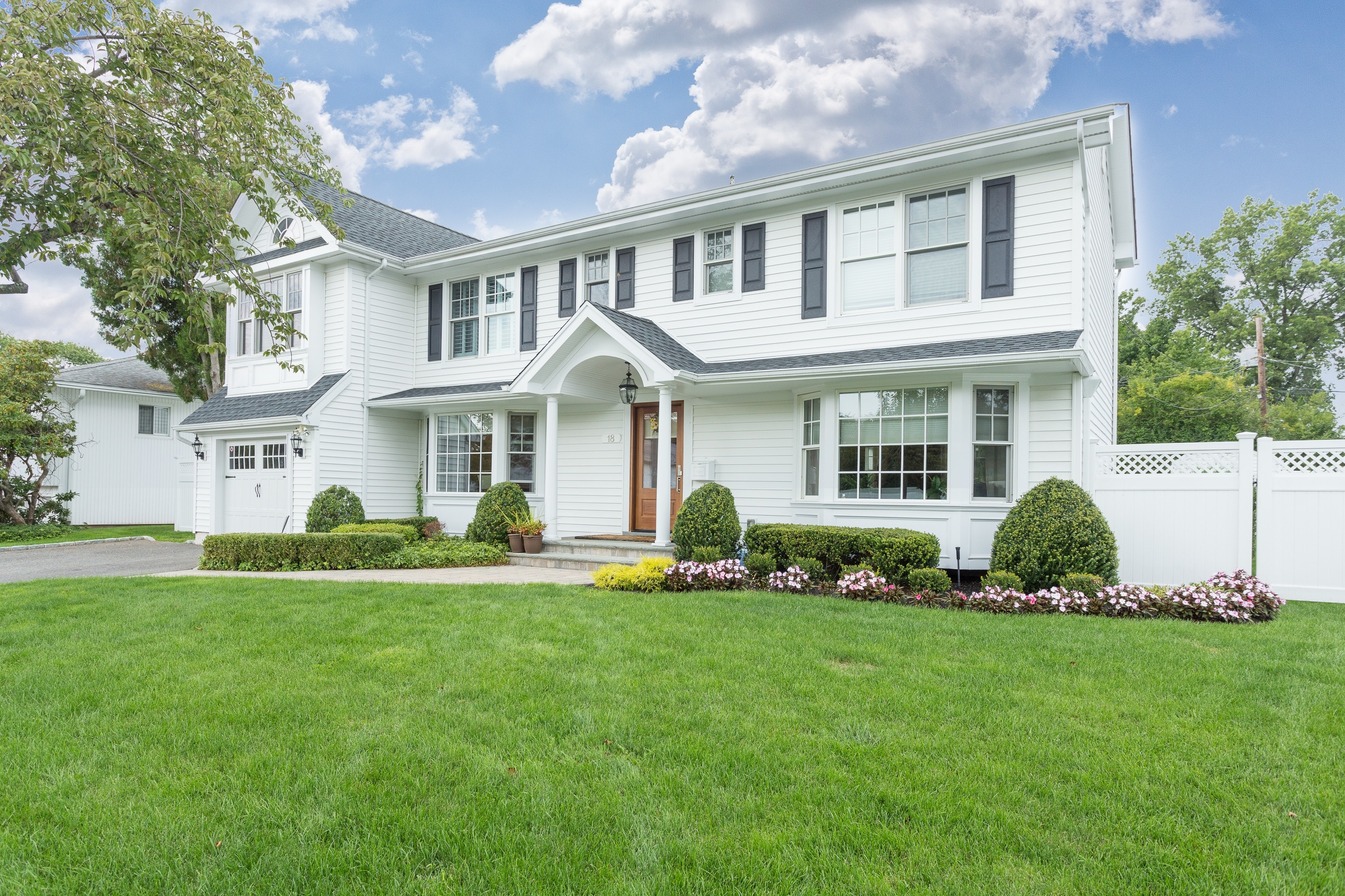 Renovated Expanded Colonial in Jericho