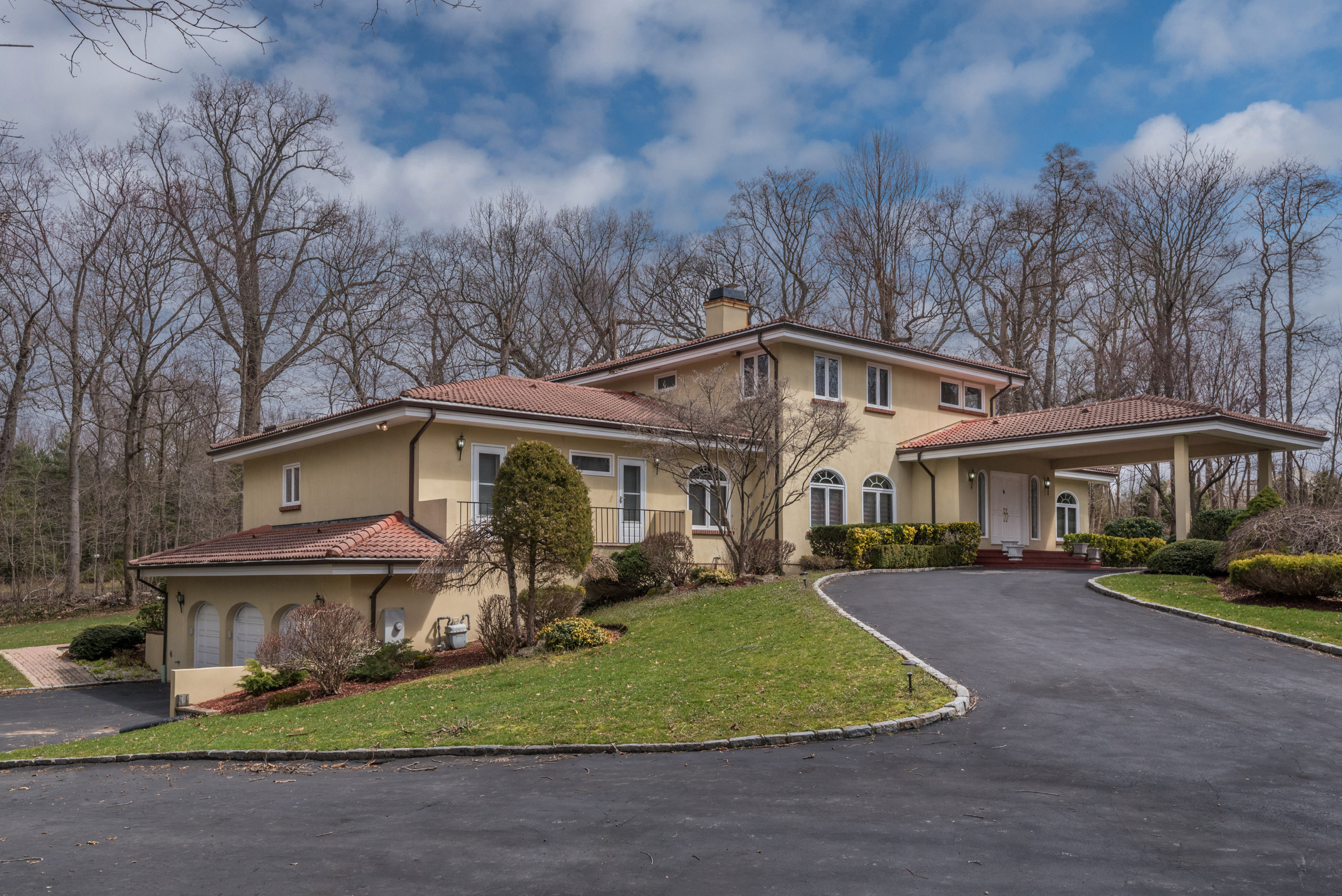 Just Sold!  Delightfully kept Colonial in Old Westbury