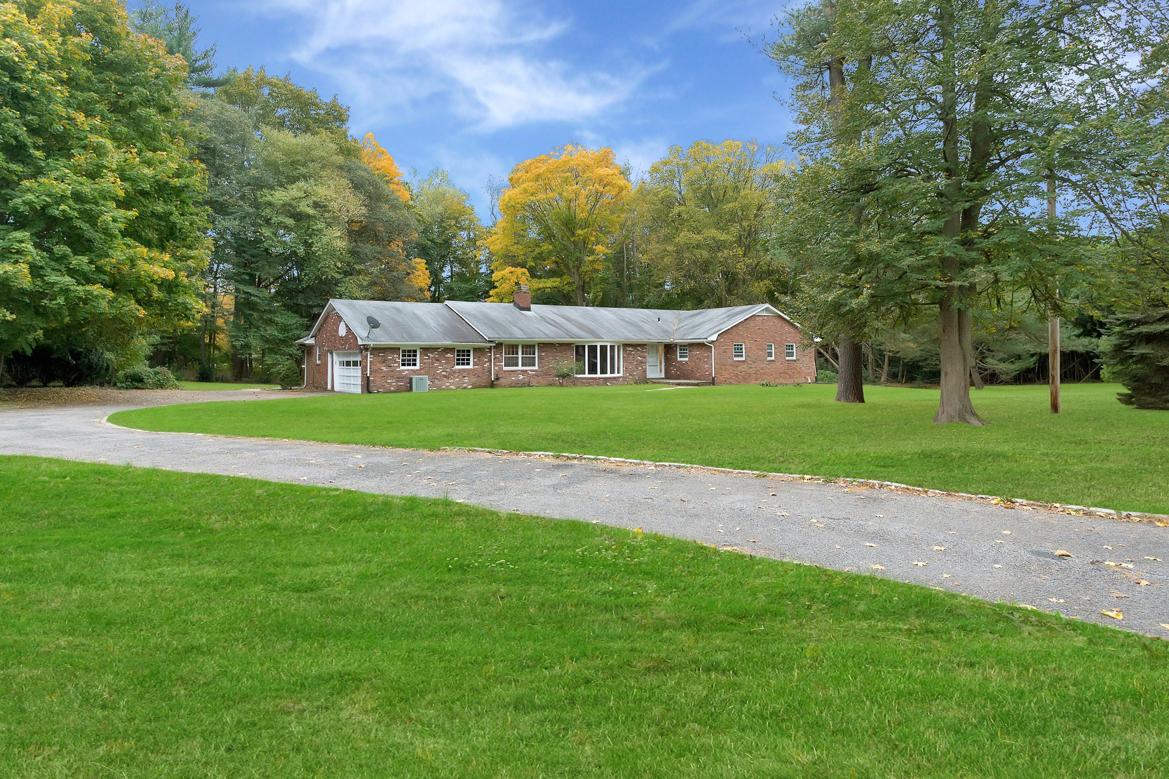 Under Contract!  Beautifully maintained ranch in Muttontown