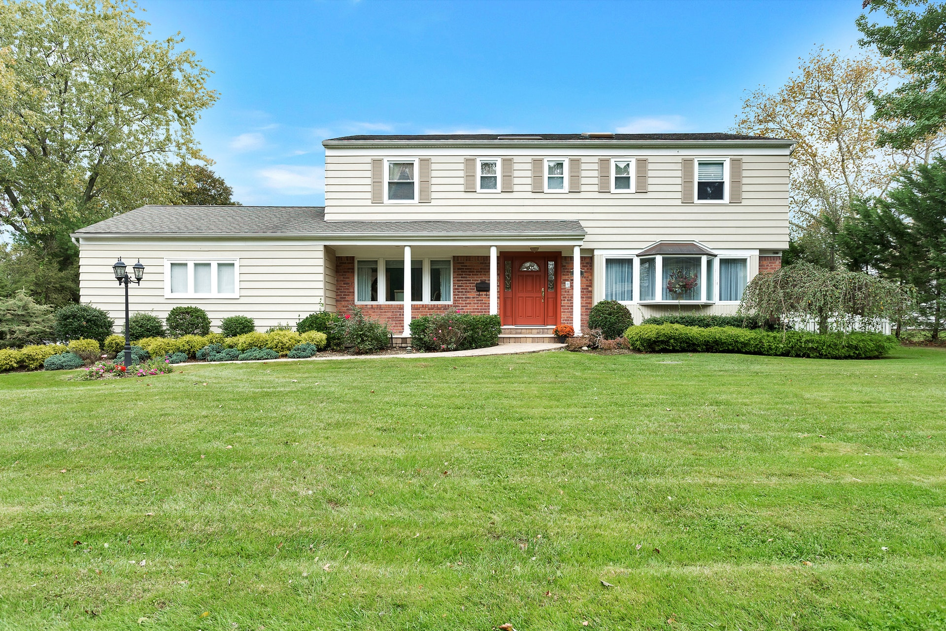 Price Improved!  Charming Colonial in Lakeville Estates in East Hills