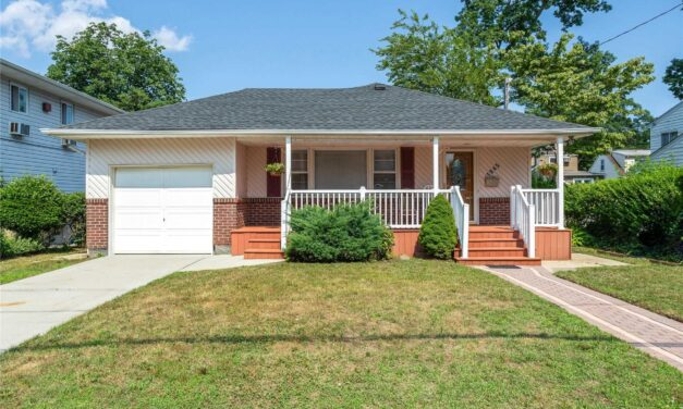 Under Contract! Charming Ranch in North Bellmore